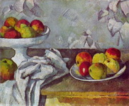 Натюрморт с яблоками и блюдом для фруктов.